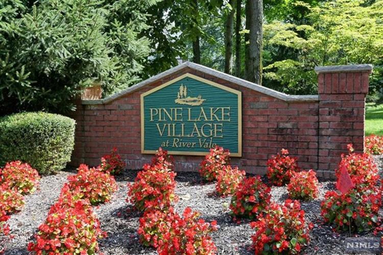 22 Pine Lake Terrace, River Vale, NJ - USA (photo 1)