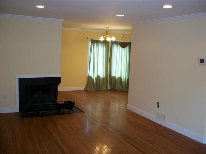 1061 Schmidt Lane 1061, North Brunswick, NJ - USA (photo 4)