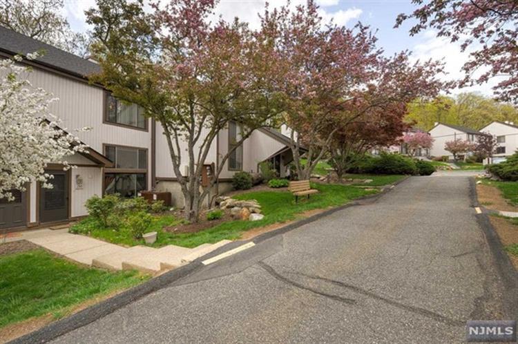8150 Ashland Court, Stanhope, NJ - USA (photo 2)
