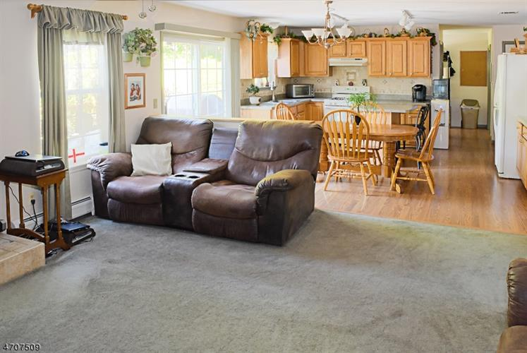 44 Mountain View Dr, Wantage Twp, NJ - USA (photo 4)