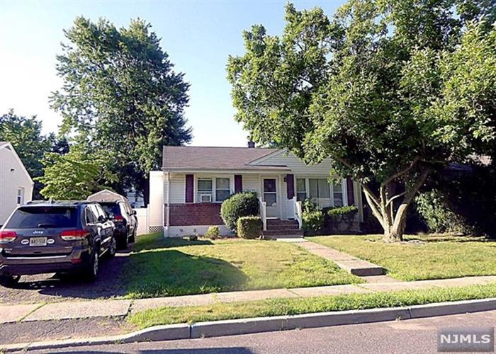 345 Merritt Ave, Bergenfield, NJ - USA (photo 3)