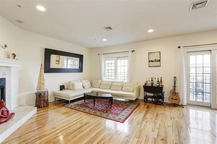 208 Jackson St, Unit 4 4, Hoboken, NJ - USA (photo 2)