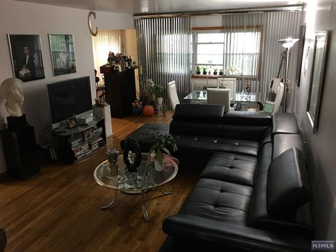 7017 Columbia Ave 5e, North Bergen, NJ - USA (photo 1)