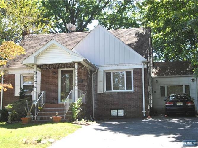 220 E Clinton Ave, Bergenfield, NJ - USA (photo 1)