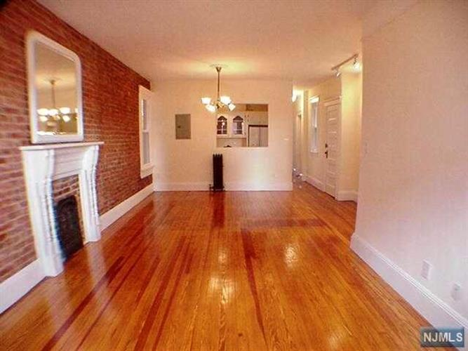 27 Russell Avenue, Unit #3 3, Edgewater, NJ - USA (photo 1)