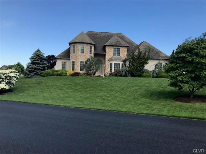 5204 Elmhurst Drive, Schnecksville, PA - USA (photo 3)