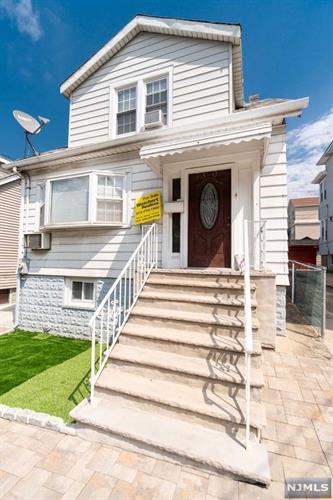 7306 Cottage Avenue, North Bergen, NJ - USA (photo 1)