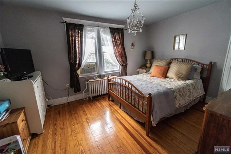 7306 Cottage Avenue, North Bergen, NJ - USA (photo 4)