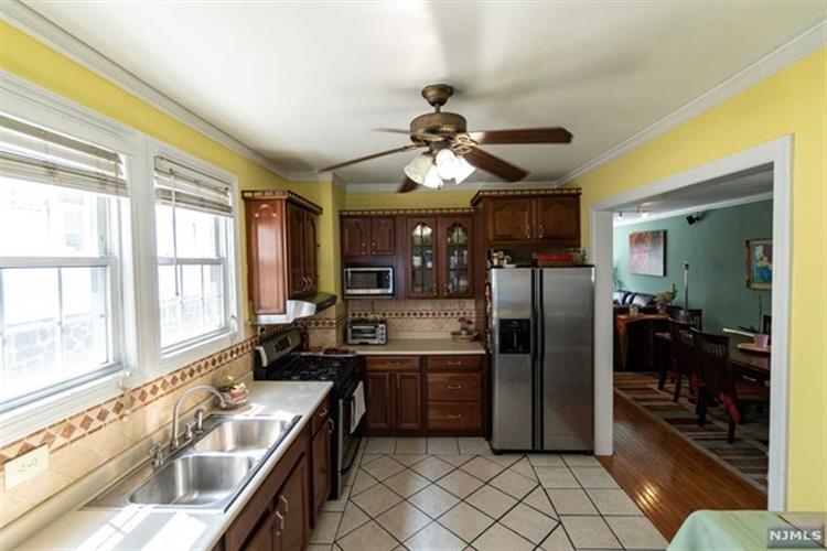 7306 Cottage Avenue, North Bergen, NJ - USA (photo 5)