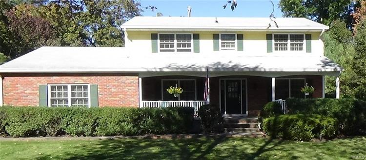 15 Behrendt Drive, Pearl River, NY - USA (photo 1)