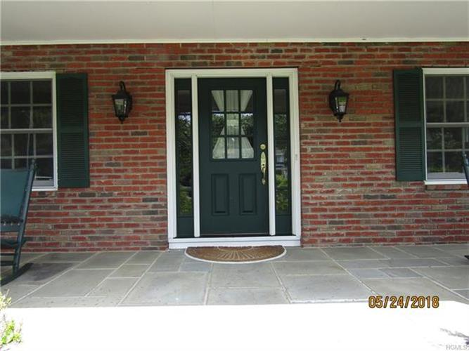 15 Behrendt Drive, Pearl River, NY - USA (photo 2)