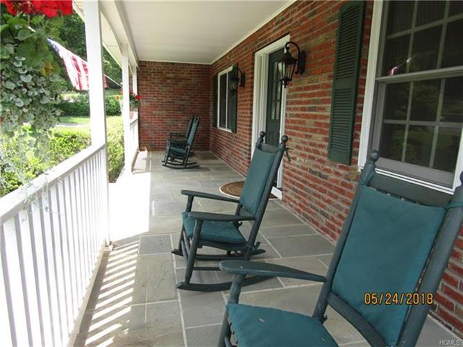 15 Behrendt Drive, Pearl River, NY - USA (photo 3)
