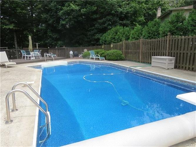 7 Bell Court, Airmont, NY - USA (photo 4)