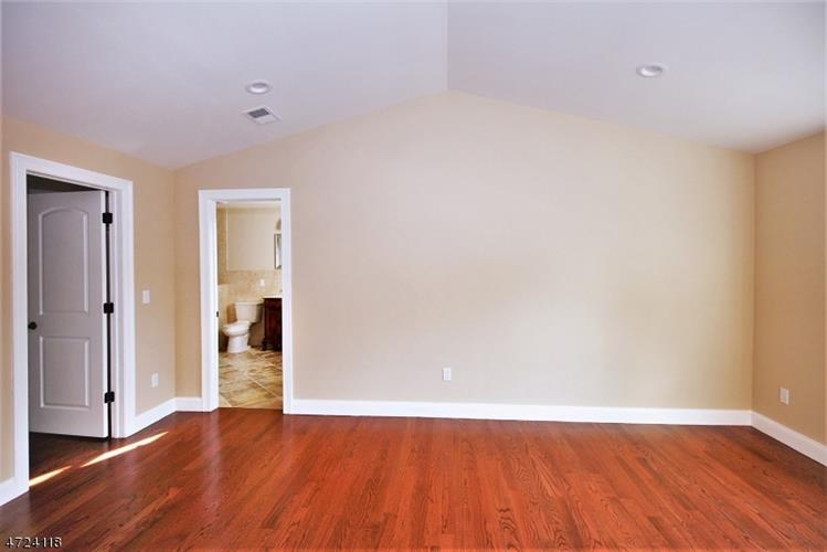 137 Birchwood Dr, Elmwood Park, NJ - USA (photo 3)