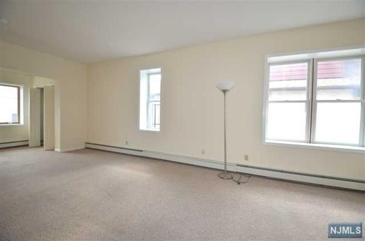 7029 Smith Avenue, Unit #2 2, North Bergen, NJ - USA (photo 4)