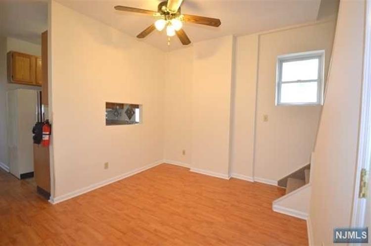 7029 Smith Avenue, Unit #2 2, North Bergen, NJ - USA (photo 5)