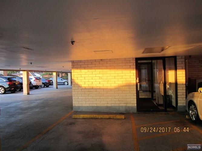 233 12th St 5f, Palisades Park, NJ - USA (photo 5)