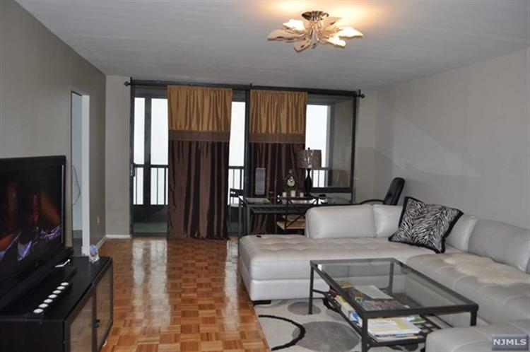 200 Winston Dr 2918, Cliffside Park, NJ - USA (photo 1)
