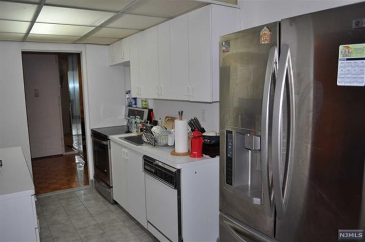 200 Winston Dr 2918, Cliffside Park, NJ - USA (photo 4)
