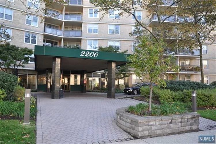 2200 N Central Rd 7 J, Fort Lee, NJ - USA (photo 2)