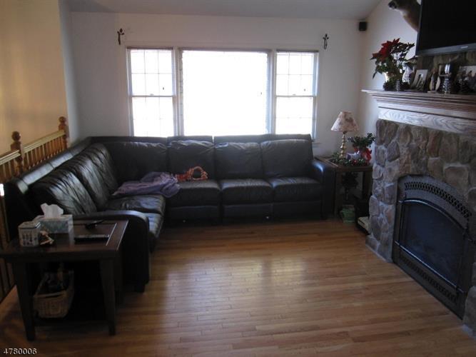 66 Paula Dr, Township Of Washington, NJ - USA (photo 2)