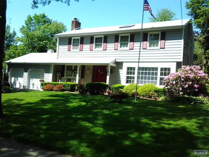 1 Vermont Drive, Paramus, NJ - USA (photo 1)
