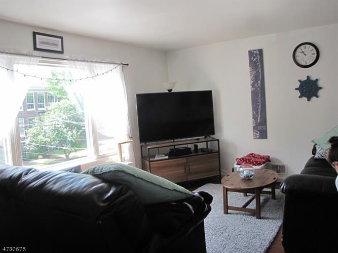 12 Maple Ave, Unit 2 2, Montclair, NJ - USA (photo 2)