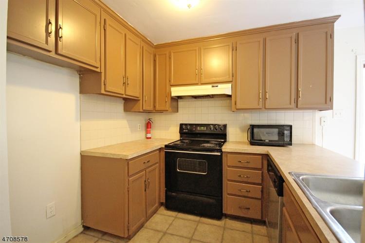 427 Deerfield Ln, Branchville, NJ - USA (photo 3)