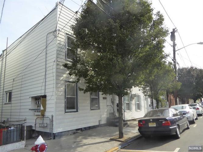 124 71st St 2, Guttenberg, NJ - USA (photo 1)