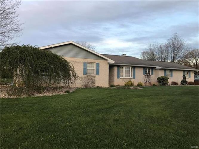 3963 Crestwood Drive, Schnecksville, PA - USA (photo 1)
