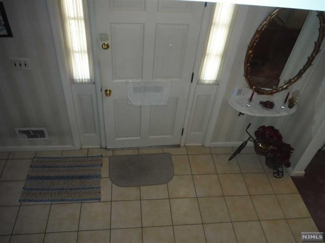 418 Hasbrouck Blvd, Oradell, NJ - USA (photo 5)