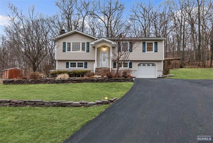 11 Ash Court, Ringwood, NJ - USA (photo 1)
