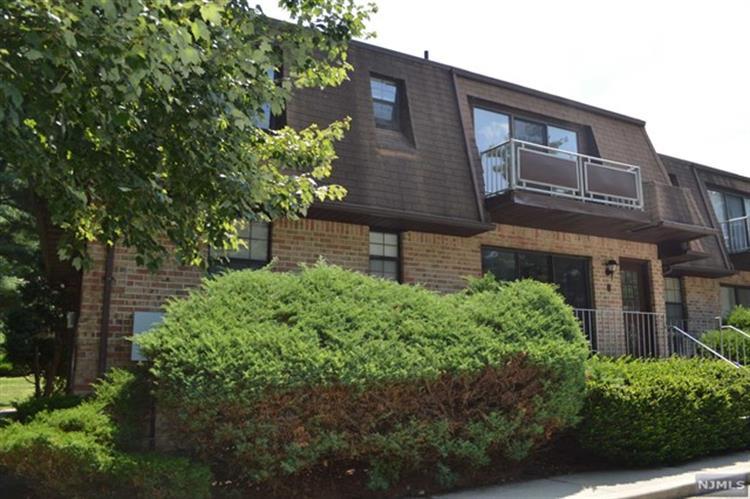 244 Collignon Way 5b, River Vale, NJ - USA (photo 1)