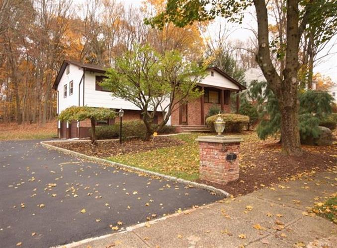 17 Haller Crescent, Spring Valley, NY - USA (photo 1)
