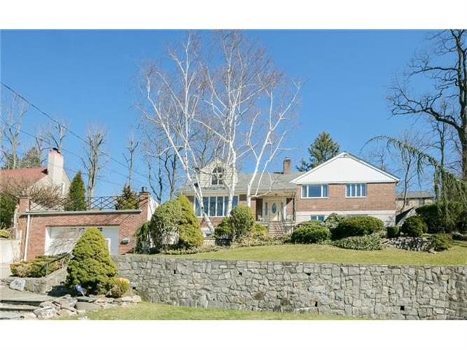 140 Lawrence Avenue, Eastchester, NY - USA (photo 1)