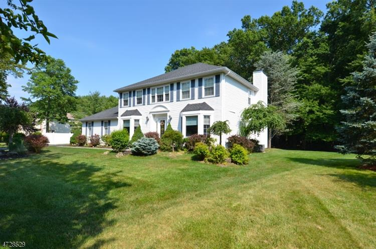 126 Timber Hill Dr, East Hanover, NJ - USA (photo 2)
