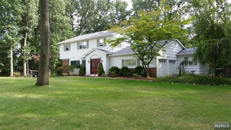 597 Colonial Road, River Vale, NJ - USA (photo 1)