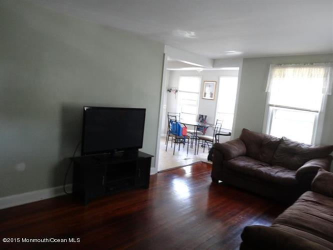 275 Monmouth Road, West Long Branch, NJ - USA (photo 2)