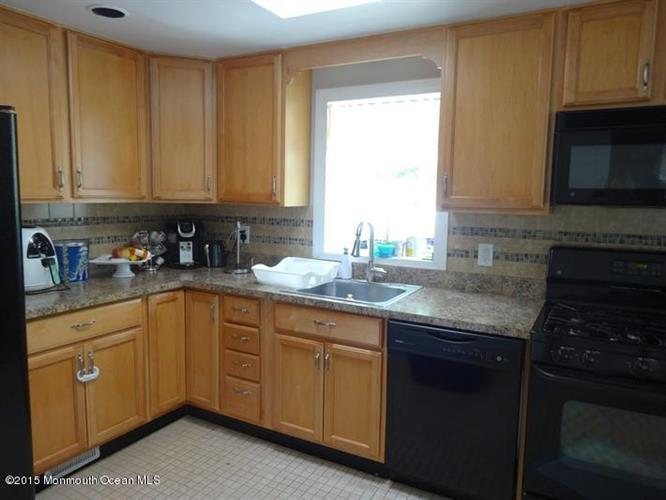 275 Monmouth Road, West Long Branch, NJ - USA (photo 3)