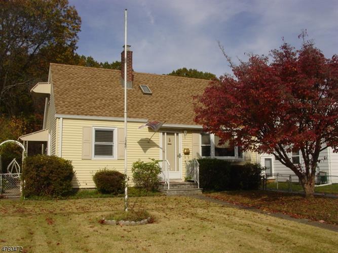 1055 Colfax Ave, Pompton Lakes, NJ - USA (photo 1)