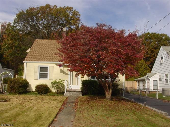 1055 Colfax Ave, Pompton Lakes, NJ - USA (photo 2)