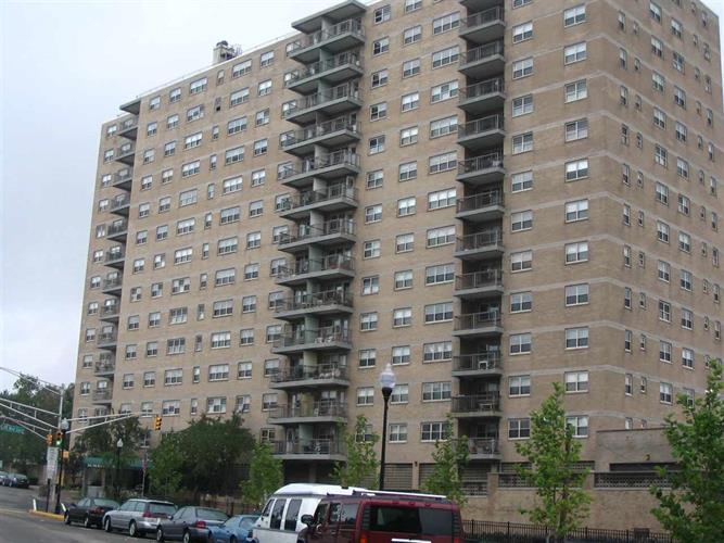7100 Blvd East 8l, Guttenberg, NJ - USA (photo 1)