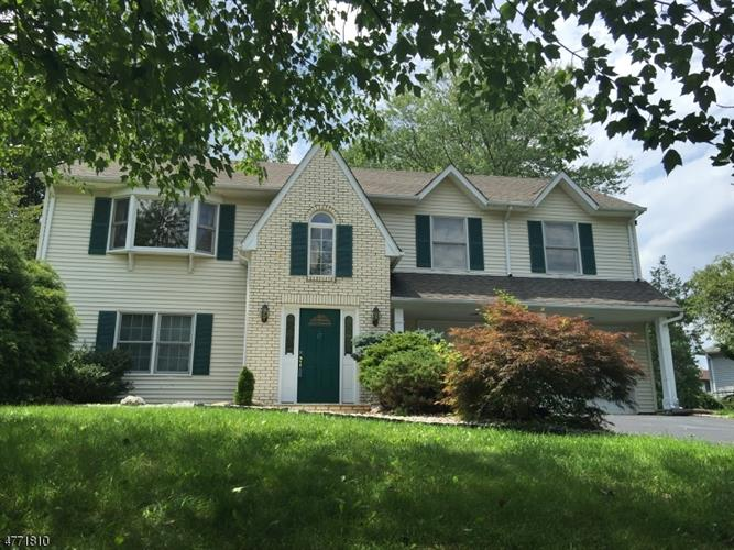 17 Lorie Dr, East Hanover, NJ - USA (photo 1)