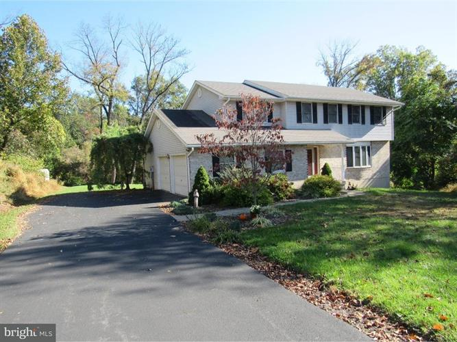 27 Chestnut Ridge Circle, Easton, PA - USA (photo 2)