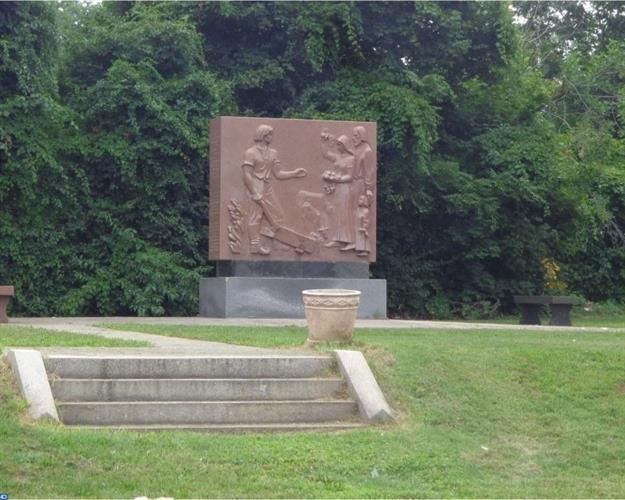 1148 Concord Ave, Chester, PA - USA (photo 2)
