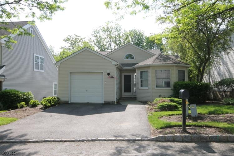 6 Mountain View Ct, Hardyston, NJ - USA (photo 1)