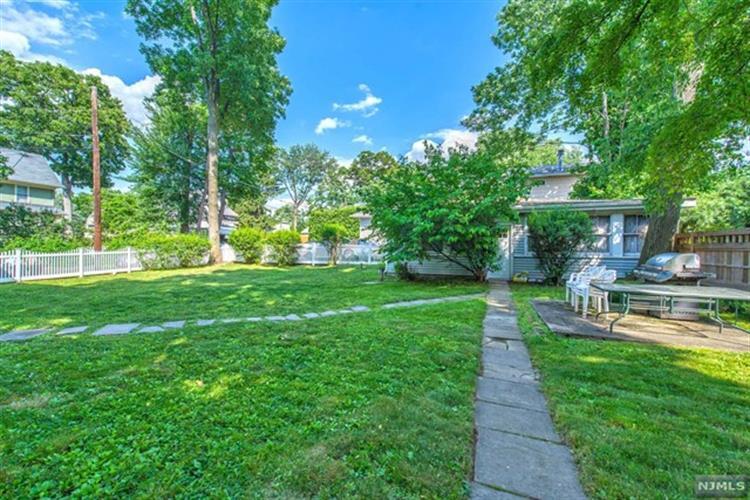 26 Oak Crest Pl, Nutley, NJ - USA (photo 2)