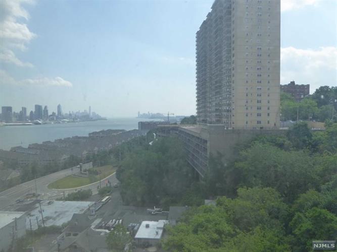 7000 Boulevard East 20d, Guttenberg, NJ - USA (photo 2)