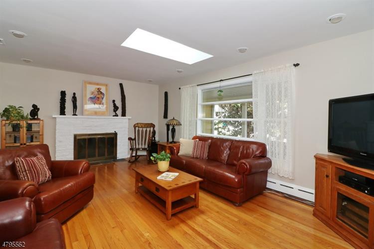 320 Roberts Ln, Scotch Plains, NJ - USA (photo 3)