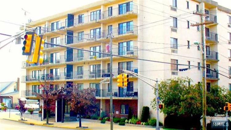 233 12th St 1f, Palisades Park, NJ - USA (photo 1)